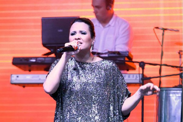 A cantora Adriana Samartini é uma das atrações da noite (Alan Santos/MacroStudio)