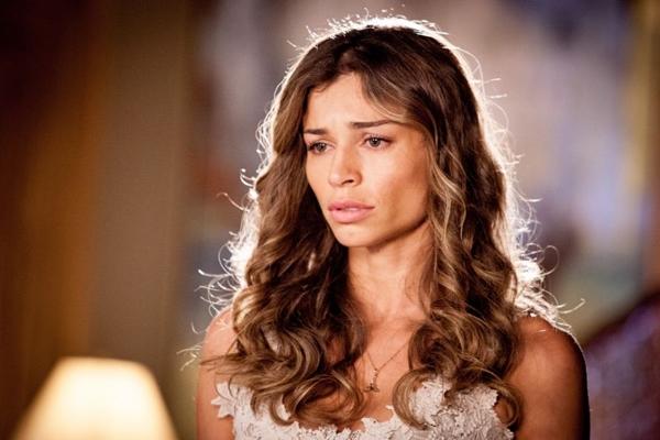 A atriz confirmou a relação de Cauã Reymond com Isis Valverde ao paparazzi (Matheus Cabral/TV Globo)