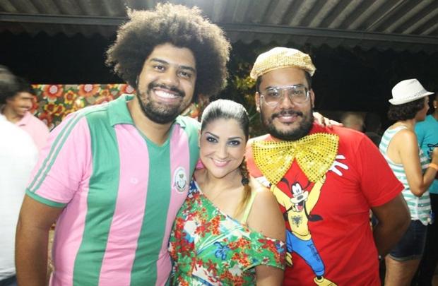 Rafael dos Anjos, Deborah Vasconcellos e Juninho Alvarenga no Rotary Club (Wailer Amorim/Divulgação)