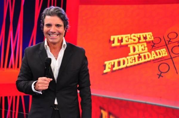 João Kleber apresenta o programa Teste de Fidelidade (Wayne Camargo/Rede TV!)
