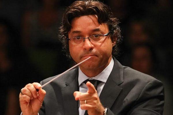 Maestro Cláudio Cohen estará na regência da apresentação desta terça-feira (18/2) (Divulgação )