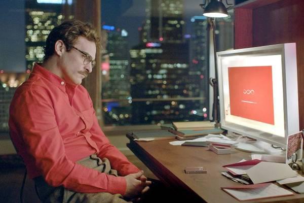 Joaquin Phoenix interpreta um escritor que se apaixona por um sistema operacional (Sony Pictures/Divulgação)
