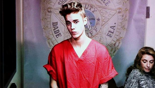 Bieber é acusado de dirigir sob efeito de substâncias tóxicas, com carteira de motorista vencida e resistir a prisão (Walter Michot/Files/Reuters)