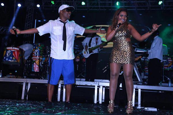 Marcio Victor e Gaby Amarantos durante ensaio de carnaval, em Salvador (Fred Pontes/Divulgação)