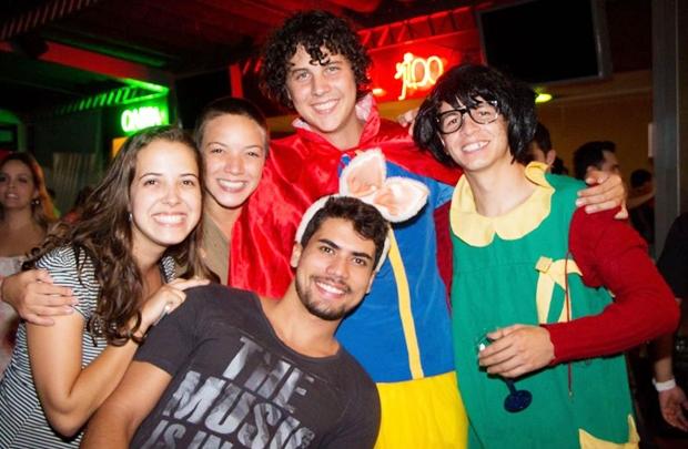 Isadora Oliveira, Carla Adriana, Filipe Sartorio, Felipe Brito e João Guilherme (Ana Júlia Melo/Divulgação)