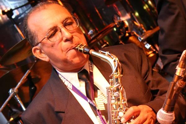 O saxofonista Manoel Carvalho se apresenta nesta quinta-feira (Marcos Nardon/Divulgação)