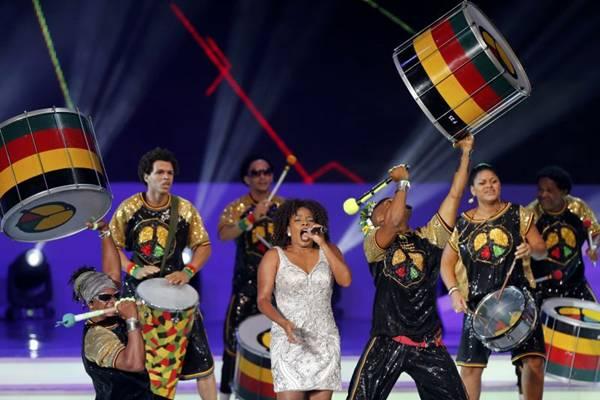 Os tambores do Olodum tocarem junto com a orquestra na abertura do carnaval (Sergio Moraes/Reuters)