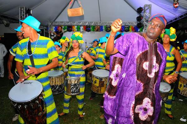Representantes de 25 países caíram no samba no evento Grito Internacional de Carnaval, na Embaixada da Nigéria (Janine Moraes/CB/D.A Press)