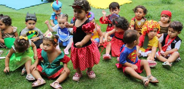 Em uma escola na 906 Sul, as crianças foram vestidas a caráter para a folia: tinha super-homem, pirata, princesa (Mariana Laboissieri/CB/D.A Press)