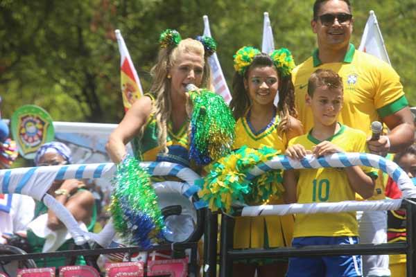 Xanddy e Carla Perez com os filhos no Bloco Algodão Doce (Fred Pontes/Divulgação)