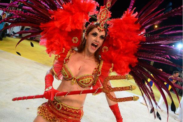 Destaque do Projeto Colibri, de São Sebastião: grupo resolveu promover a cultura amazonense na avenida (Ed Alves/CB/D.A Press)