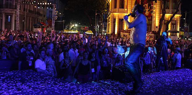 A noite começou com a orquestra de frevo do Maestro Duda, com passistas do Balé Popular do Recife (Julio Jacobina/DP/D.A Press)
