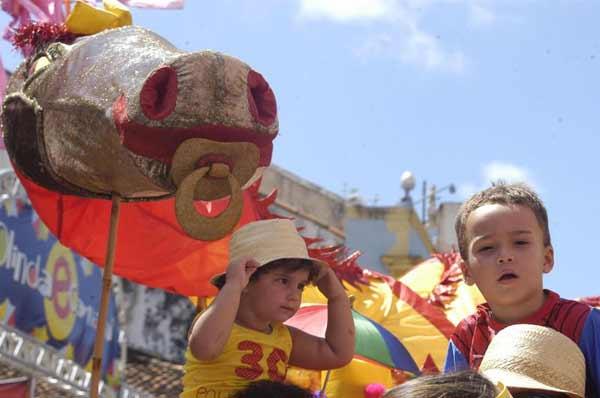 As crianças saíram fantasiadas da Praça Laura Nigro, na Ribeira, em Olinda (Alcione Ferreira/DP/D.A Press)