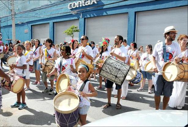 Tambor Mineiro, de Maurício Tizumba, emocionou os carnavalescos nas ruas do Prado (Paulo Filgueiras/EM/D.A Press)