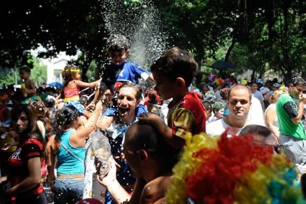 Crianças brincam o carnaval no Bloco Largo do Machadinho, mas não Largo do Suquinho (Tomaz Silva/Agência Brasil)