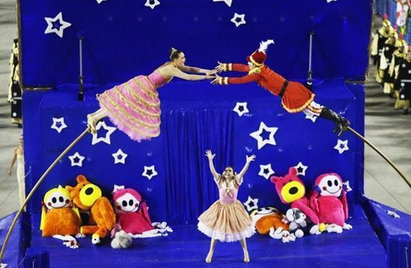 Brincadeira de criança Com criatividade, a União da Ilha fez uma divertida viagem de volta à infância (Yasuyoshi Chiba/AFP)