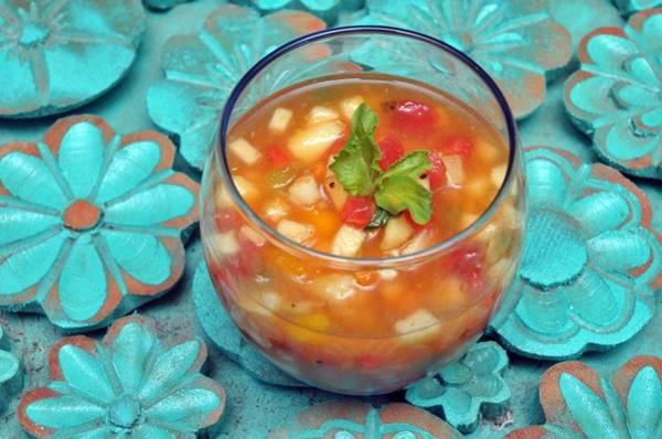 A salada de frutas está entre as opções recomendadas para revigorar o corpo depois de dias seguidos de exageros (Antonio Cunha/Esp. CB/D.A Press)