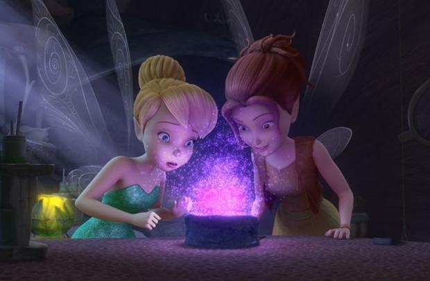 Tinker Bell e Zarina têm que escapar de piratas (Disney/Divulgação)