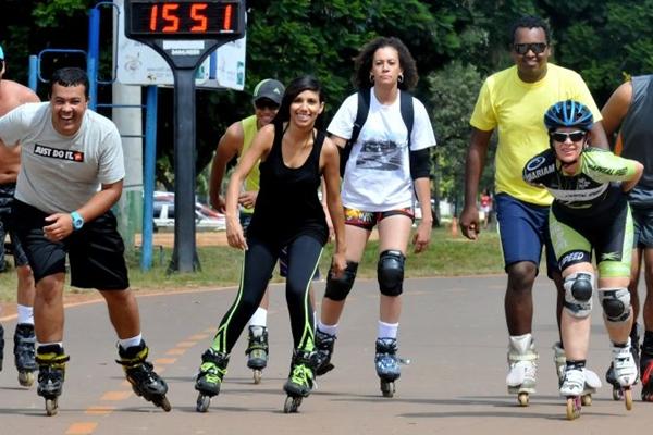 No Parque da Cidade, há pelo menos três escolas para quem quer se aventurar sobre patins (Antonio Cunha/Esp. CB/D.A Press)