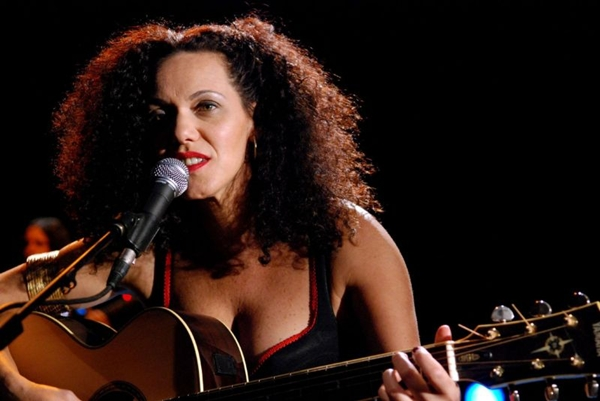 Cantora Ceumar se apresenta nesta segunda-feira (17/3) na Caixa Cultural (Jair Bertolucci/TV Cultura)