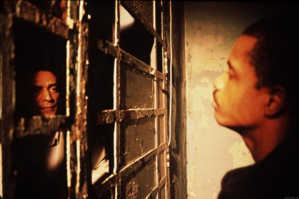 Filme relata a vida de presos e carcereiros do Carandirú, cadeia brasileira (Divulgação)