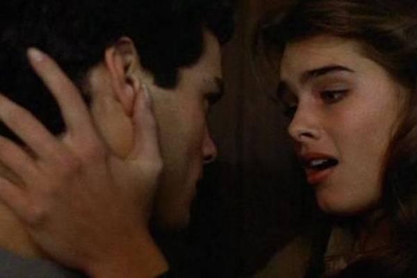 Na nova versão de 'Amor sem fim', Gabriella Wilde e Alex Pettyfer reprisam papéis que foram de Brooke Shields e Martin Hewitt em 1981 (Universal Pictures/Divulgação)