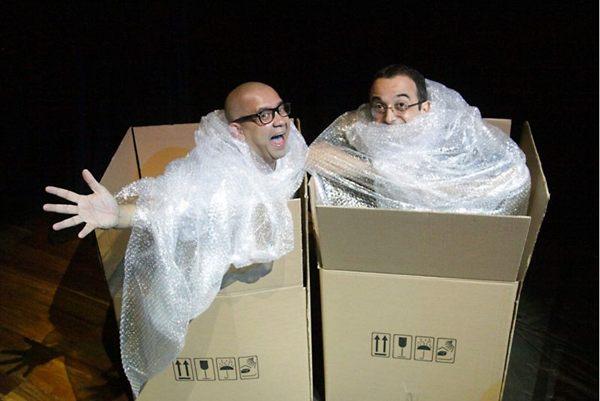 A dupla do barulho: Hélder Rodrigues e Ricardo Pipo, revelados no projeto, comandam mais uma edição do Jogo de Cena (Adla Marques/Divulgação)