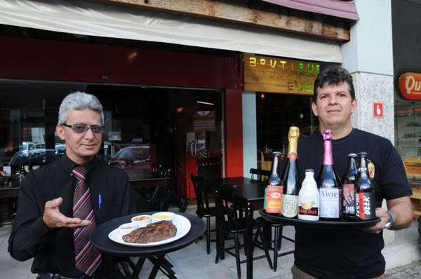 Luiz de Lima entra com a carne, e Aílton Tristão, com a cerveja: parceria boa para os dois lados (Carlos Moura/CB/D.A Press)