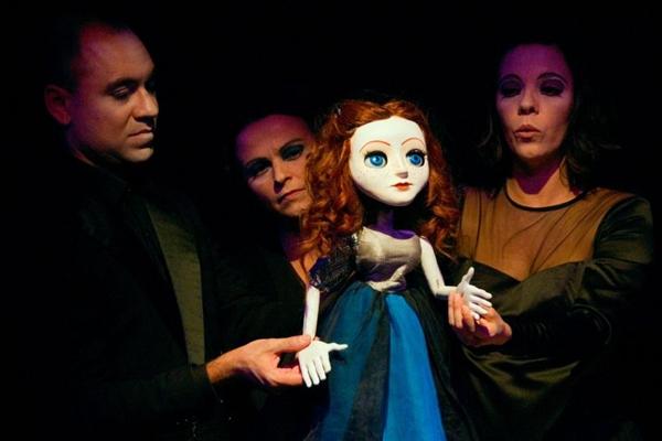 A boneca Sônia foi criada por Raimundo Bento e contracena com três atores
