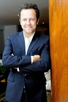 Vik Muniz é um dos participantes do reality (André Lima/Divulgação)