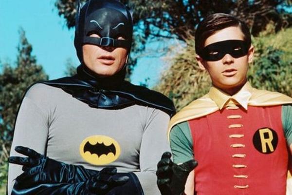 Batman e Robin chamava a atenção por tiradas irônicas e situações engraçadas (Reprodução da internet)