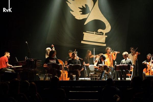 Grupo argentino que mistura tango com rock  ( Rogério Von Kruguer/Divulgação)