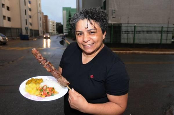Rosa Oliveira: 'Tive que dar muito churrasquinho de graça para provar que oferecia um produto de qualidade.' (Carlos Moura/CB/D.A Press)