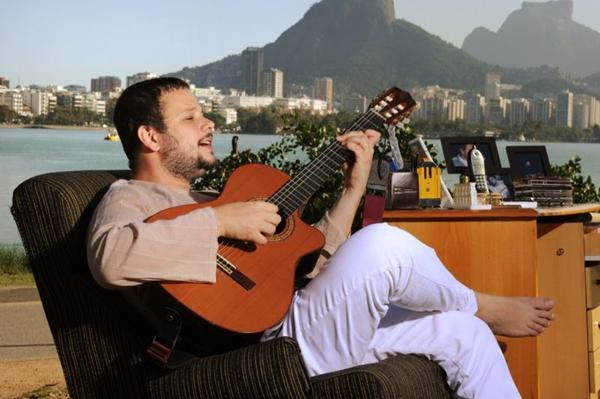 Moyseis Marques é a segunda atração do projeto Samba de Bamba, no auditório da Caixa Cultural (Joaquim Nabuco/Divulgação)