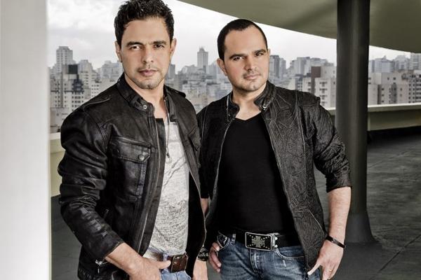 A dupla Zezé di Camargo e Luciano se apresenta hoje na Villa Mix em show com efeitos visuais (Marcelo Faustine/Divulgação)