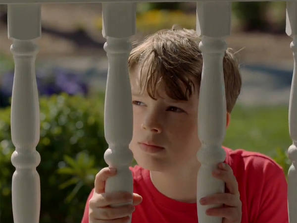 Na série Resurrection, que estreia no AXN, o garotinho Jacob reaparece após 32 anos (ABC/Divulgação)