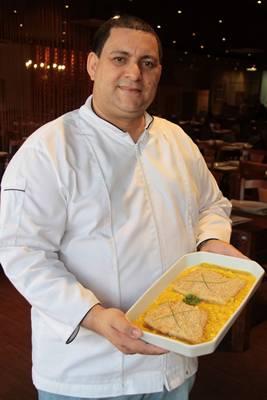 O chef Valdemir Rodrigues ressalta a nobreza da pescada-amarela  (Lula Lopes/Esp. CB/D.A Press)