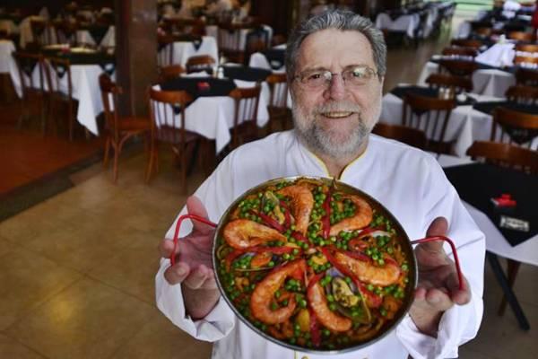 Venceslau Calaf, há mais de 20 anos servindo pratos típicos espanhóis (Daniel Ferreira/CB/D.A Press)