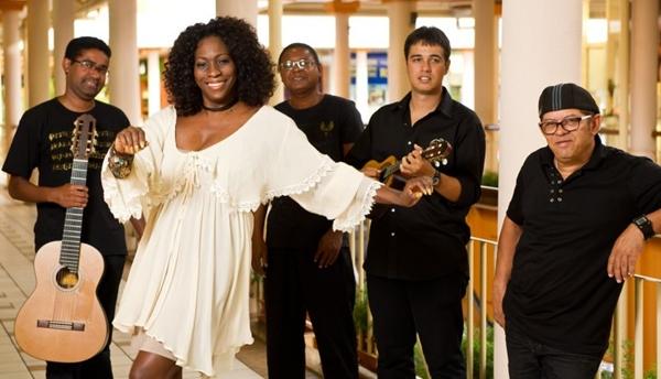 Dhi Ribeiro divide os dias da semana em apresentações nos diferentes bares de Brasília (Telmo Ximenes/Divulgação)