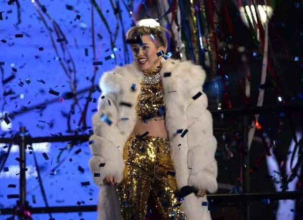 A cantora americana Miley Cyrus durante apresentação em 31 de dezembro de 2013 em Nova York (AFP Photos)