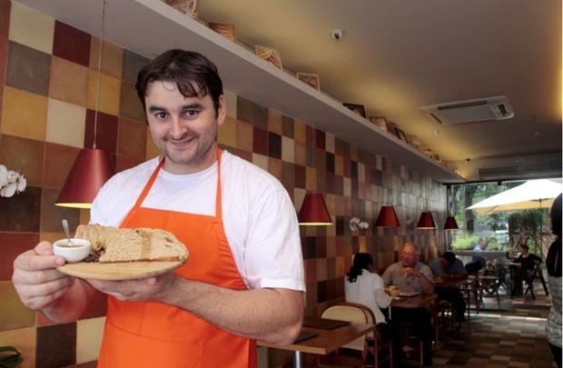 O mel serve como cobertura para o pão do Planalto Central, na La Boulangerie (Ana Rayssa/Esp. CB/D.A Press)