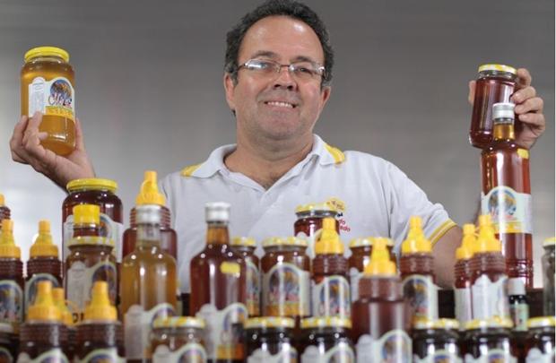 Donizete Estrela ensina que quanto mais escuro for o mel, mais rico em sais minerais ele será ( Lula Lopes/Esp. CB/D.A Press)