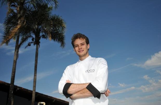 Combinação de queijo coalho, melado de cana, pastéis e lingüiça foi criada pelo chef Pedro Coe