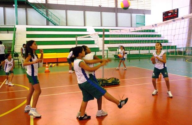 No Instituto Amigos do Vôlei, o foco não é apenas o esporte, mas, também, a cidadania (Marcelo Ferreira/CB/D.A Press)