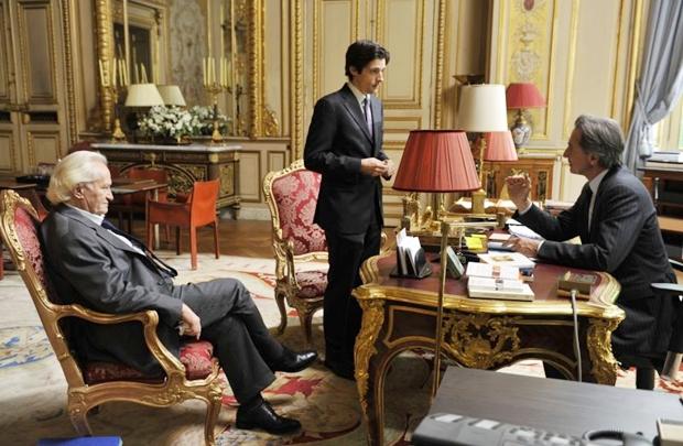 Trio de atores experientes se destaca no longa sobre crises internacionais (Imovision/Divulgação)