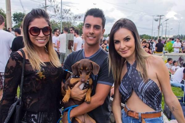 Ana Luiza Pelegrinelli, Simeal Neto, com Blue nos braços, e Mariana Hummel  (Romulo Juracy/Esp.CB)