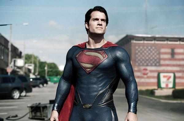 Cena do filme Homem de aço, de Zack Snyder, com o ator Henry Cavill  (Warner Bros/Divulação)
