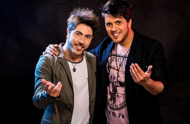 A dupla divide apresentações semanais nas casas de shows da capital  (Rodrigo Carletti/Divulgação)