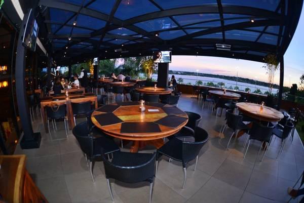 O novo salão do Coco Bambu do Lago Sul tem vista para o lago (Aliran Campos/Divulgação)