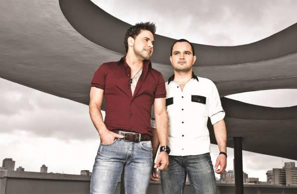 A dupla Zezé di Camargo & Luciano se apresenta na festa ( Marcelo Faustine/Divulgação)